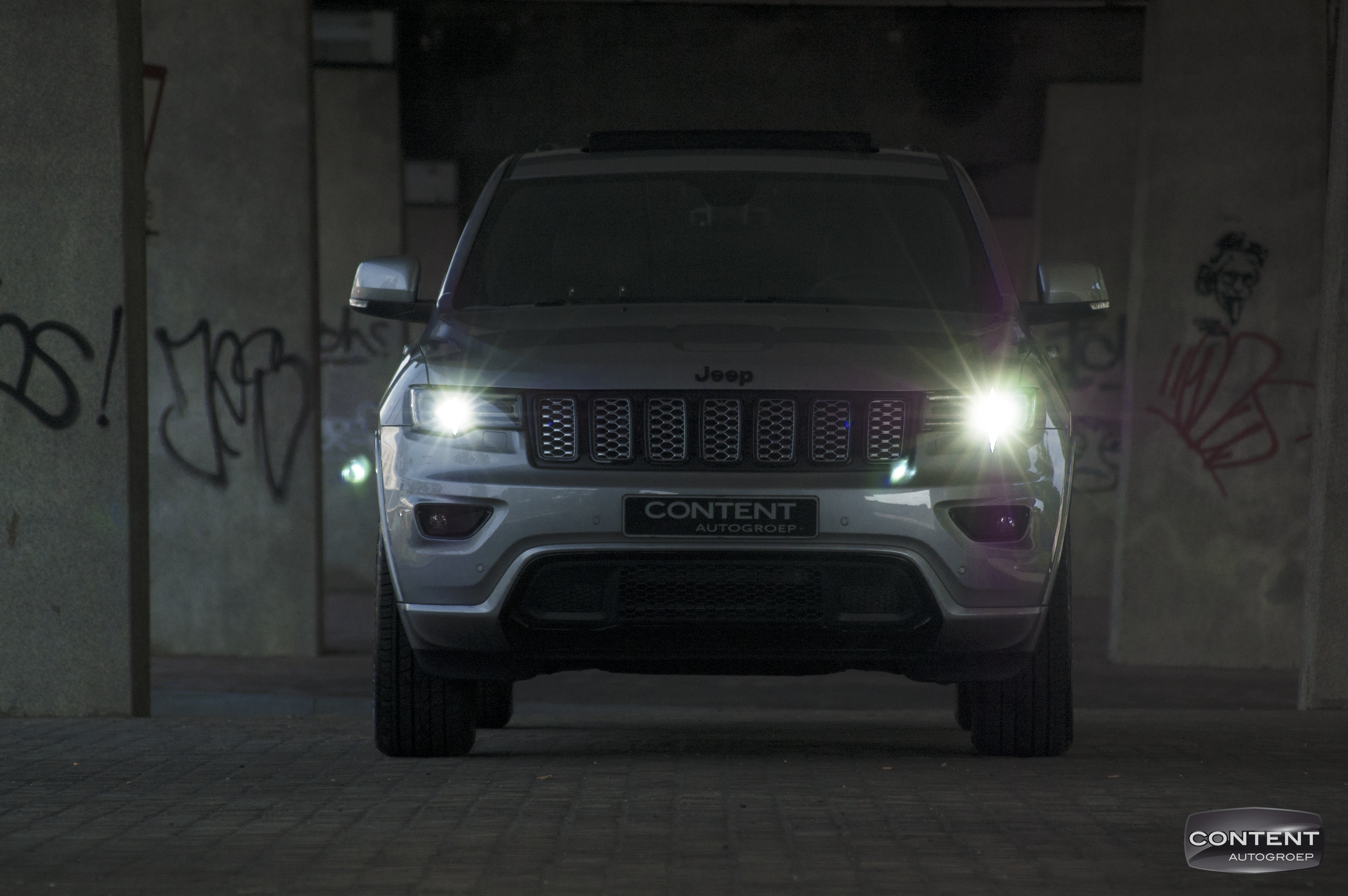Jeep-Grand-Cherokee-Night-Hawk-2017-17.png